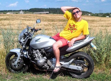 мужчин разбился на мотоцикле