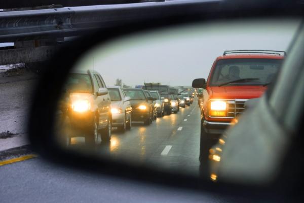 С1октября водители должны включать фары днем