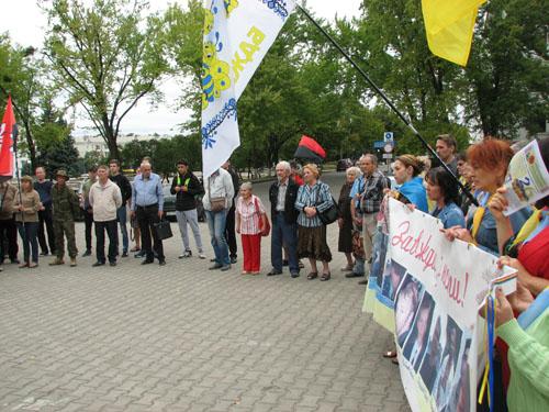 Сегодня вУкраине чествуют память погибших украинских военных вовремя Иловайского котла