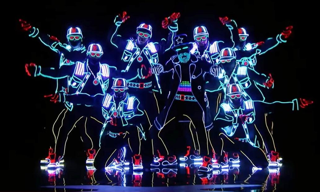Украинские танцоры поразили американское шоу талантов ярким выступлением втемноте