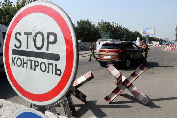 В12 городах Донбассе ограничили движение автомобильного транспорта и жителей