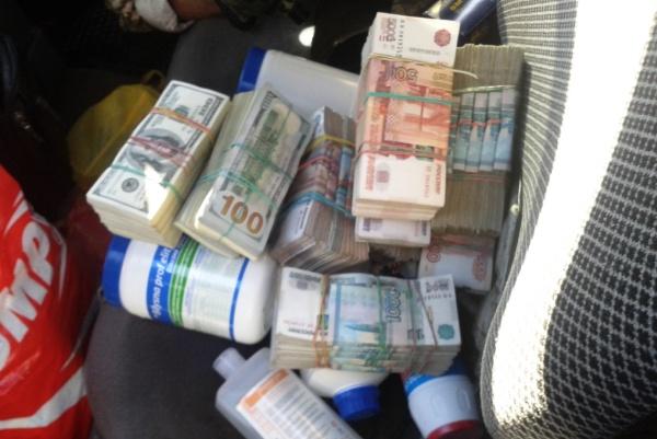 Мужчина пытался перевезти вДонбасс $100 тыс. идесять млн руб.